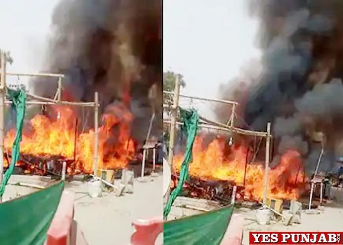 Farmers temporary houses get fire at Singhu Border