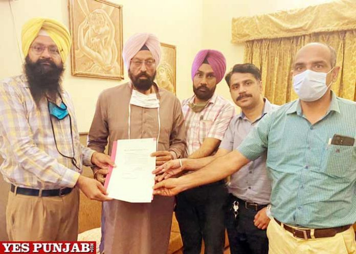 Principals hand over letter to Rana Sodhi