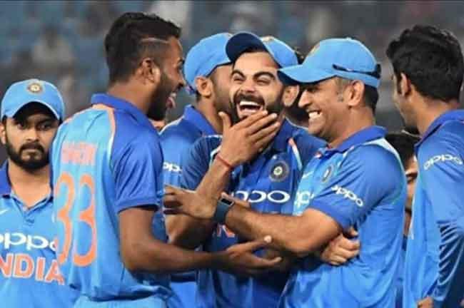 Dhoni Kohli Indian Team