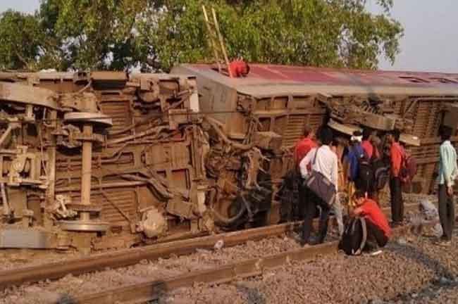 Poorva Express derail