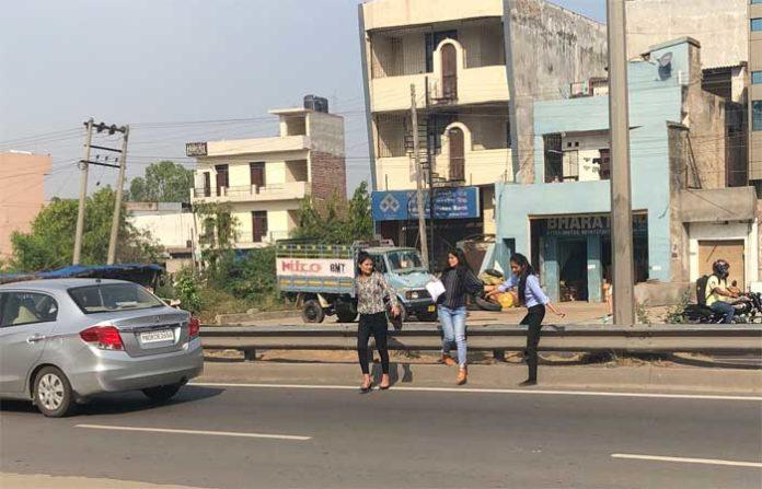 Derabassi NH Students Crossing