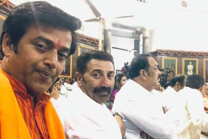 Sunny Deol Ravi Kishan Selfie