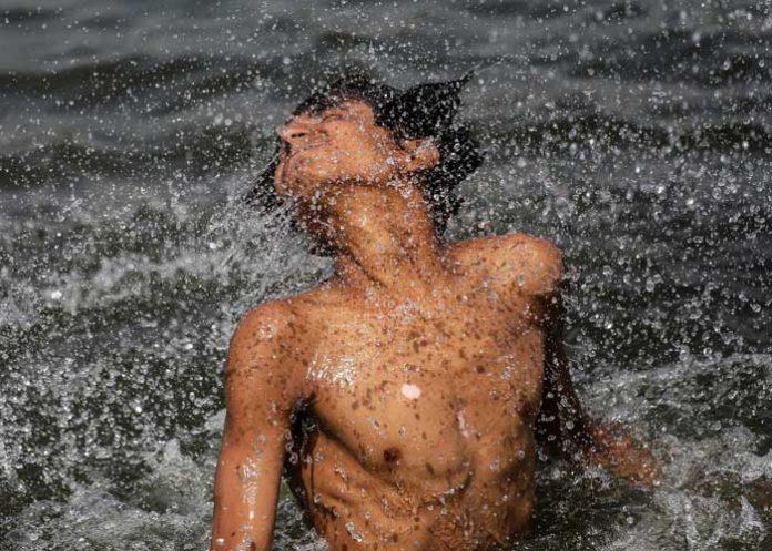 Heatwave boy Bathing