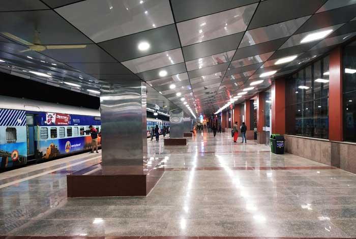 Manduadih railway station 2
