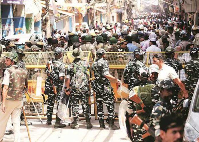 Delhi Hauz Qazi Clash