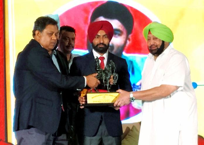 Gurpreet Singh receiving Award Amarinder Singh