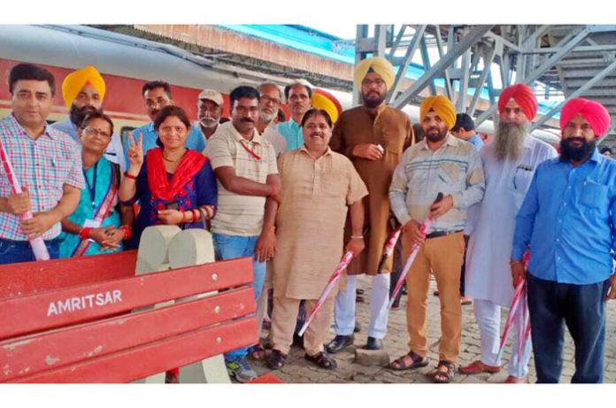 Pilgrimate Train flagged by Arvind Kejriwal