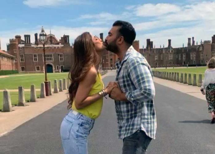 Shilpa Shetty Raj Kundra London Kiss