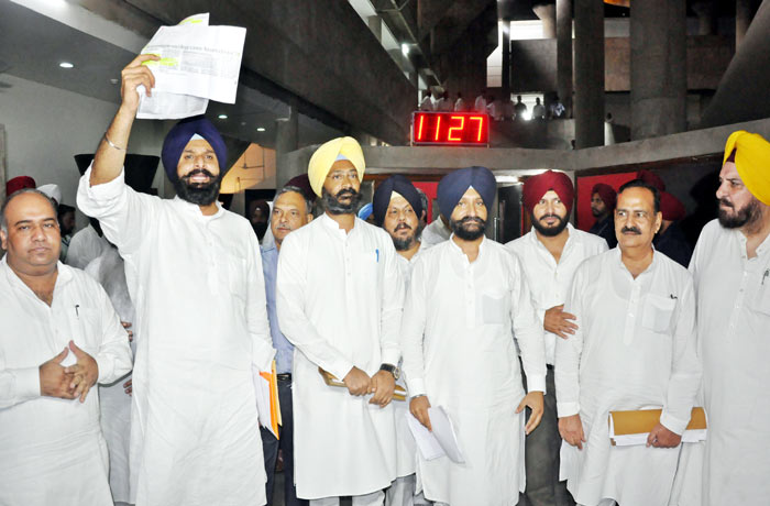 Akali MLAs blocked from entering Assembly 2