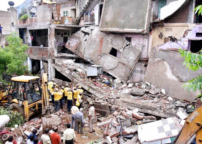 Building collapses in Delhi