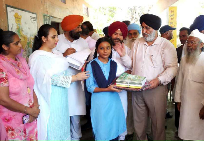 Cheema donate Books flood family kids 1