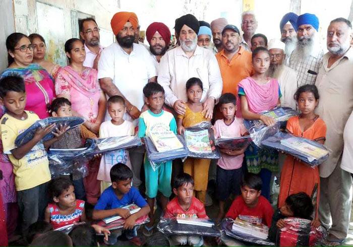 Cheema donate Books flood family kids 2