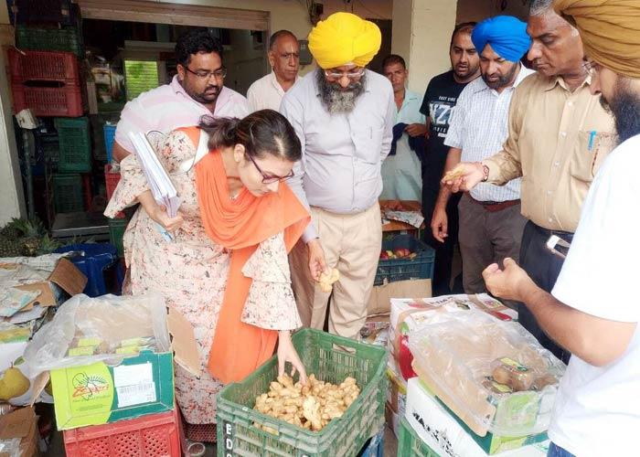 Ginger Checking at Punjab Mandis