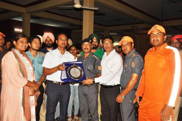 Varinder Sharma Navjot Mahal felicitate NDRF SDRF