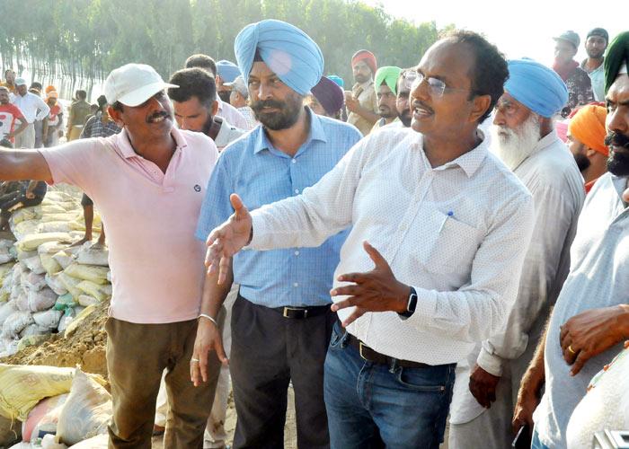 Varinder Sharma at Satluj river