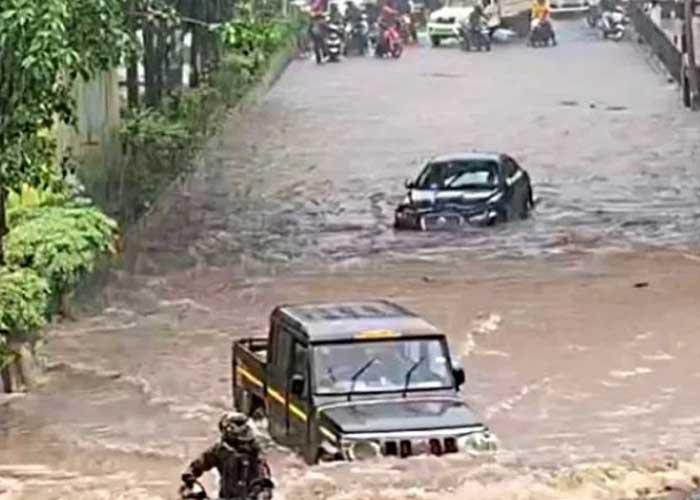 Bolero driving past Jaguar in Mumbai