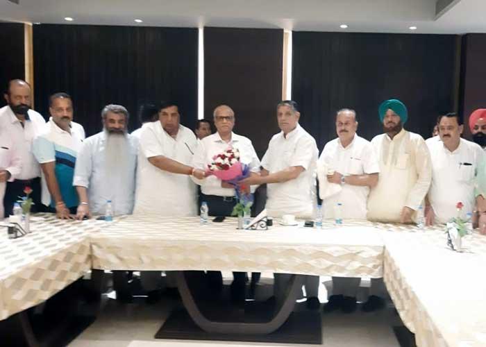 Digambar Kamat honoured by Ludhiana Congress
