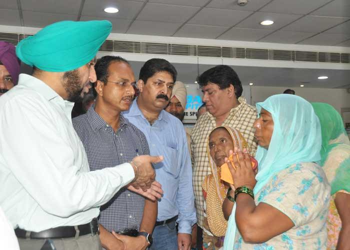 Gurpreet Bhullar Varinder Sharma visit Hosp Gopi