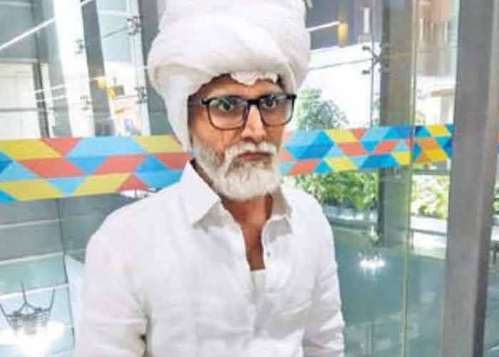 Jayesh Patel disguise as Amrik Singh