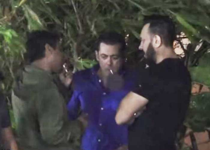 Salman smoking at Ganpati celebration