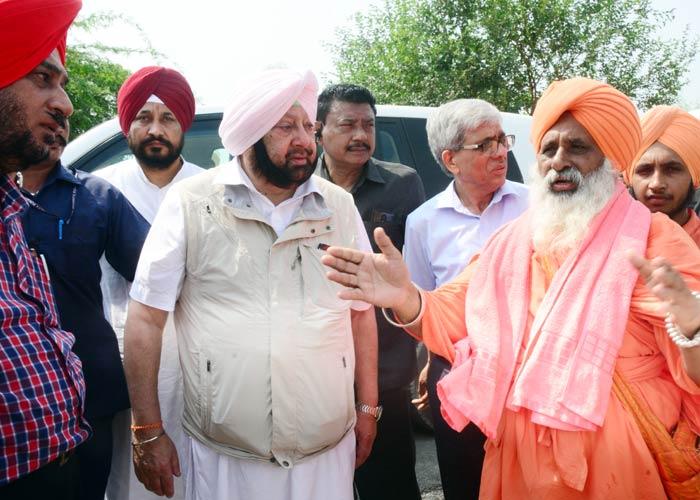 Sant Seechewal with Amarinder Singh 1