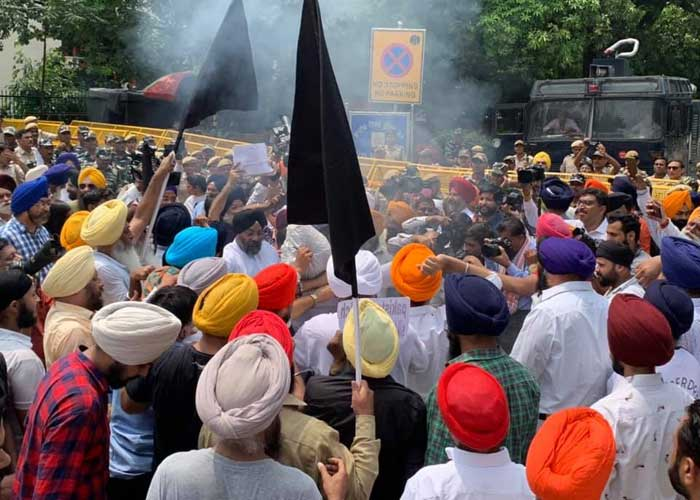 Sikhs protest outside Pak High Commission