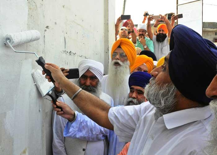 Sukhbir Painting Wall White Sultanpur Lodhi