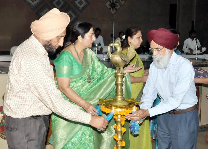Surjit Patar at KMV College