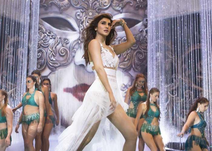 Vaani Kapoor in Ghungroo Song
