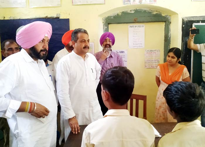 Vijay Inder Singla at Sultanpur Lodhi School