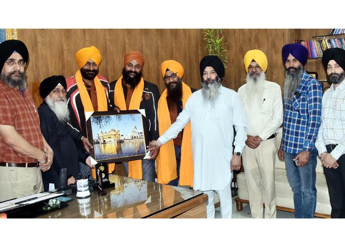 SGPC honors Sikh youth visit Takht Sahib