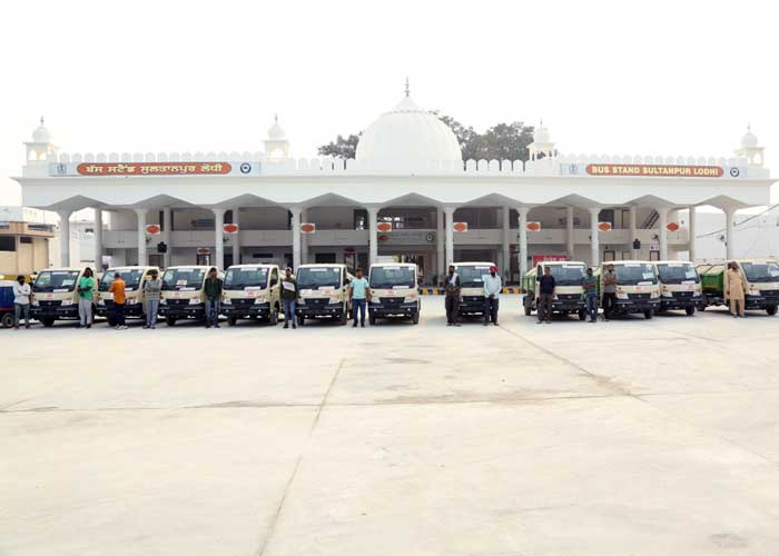 Sultanpur Lodhi Bus Stand vehicles