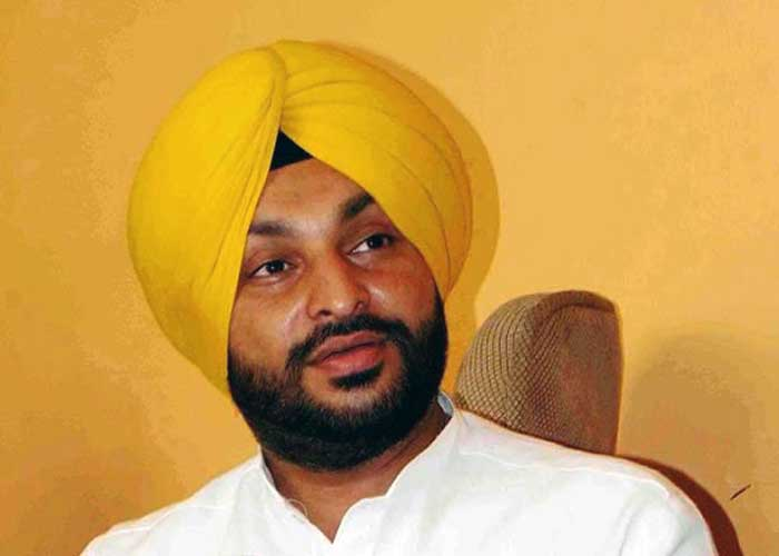 Congress MP Bittu lashes out