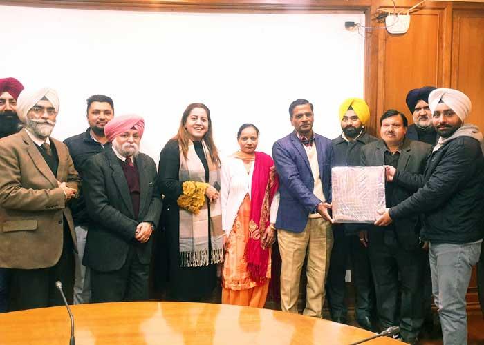 Senu Duggal honours Sham Sunder Manjit Singh