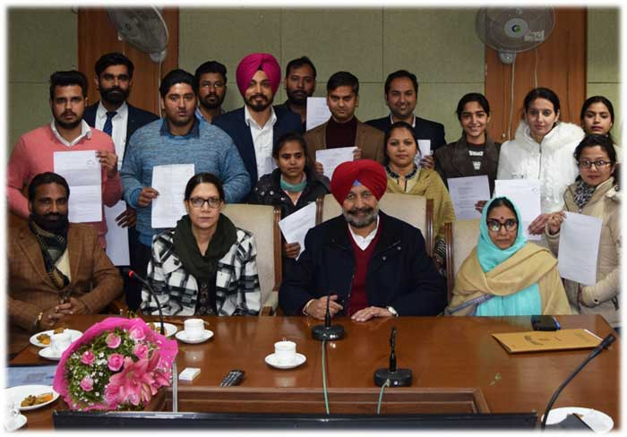 Balbir Sidhu giving appoint letters DROs