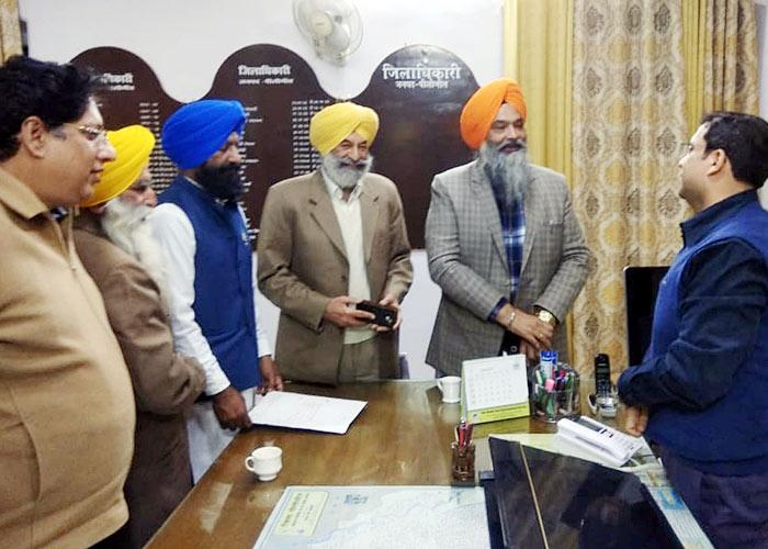 Balwinder Bhundur Chandumajra Naresh Gujral visited Pilibhit