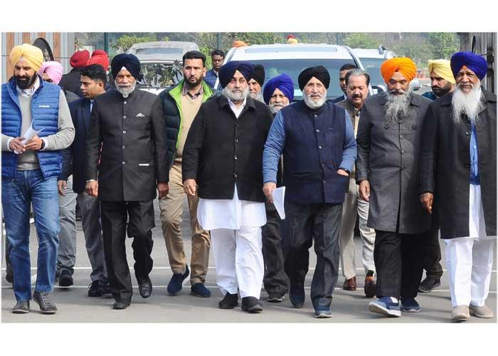 Sukhbir led SAD Delegation met Badnore
