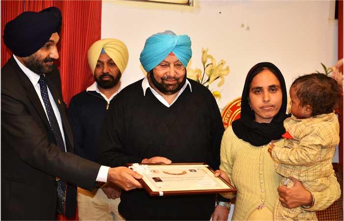 Capt Amarinder honours Martyrs