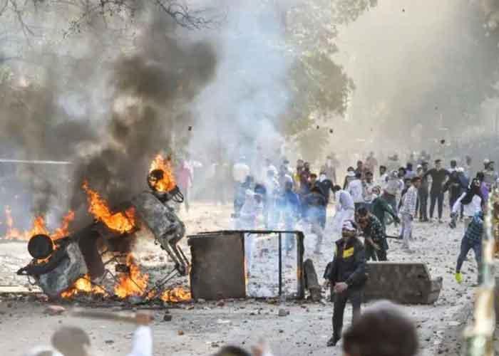 Delhi Maujpur violence fire