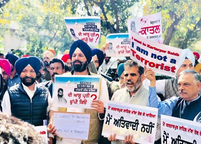 SAD Protest against Ashu Dinkar outside Assembly