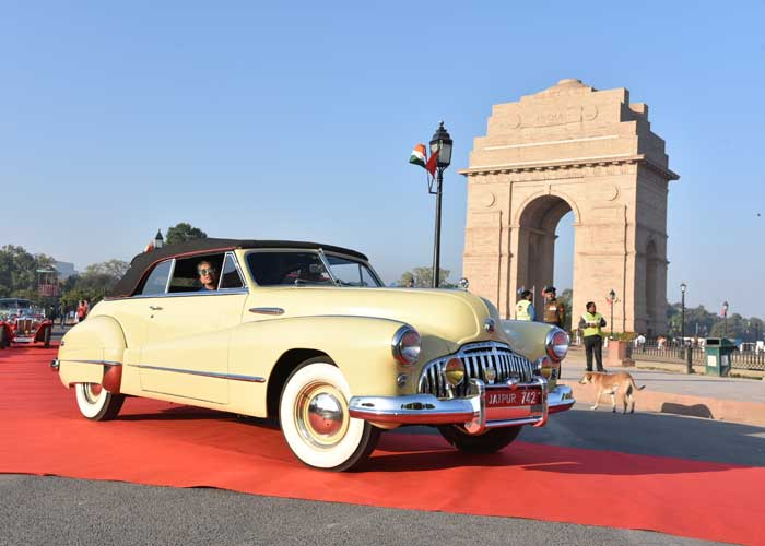 Vintage Car India Gate