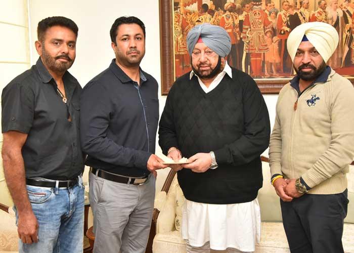 Zorawar Natt Arjinder Sandhu giving cheque to Capt