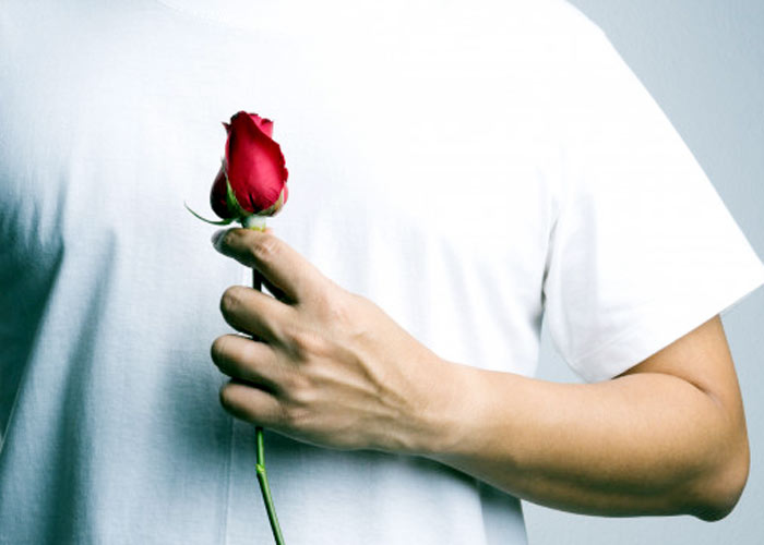 man hand red rose