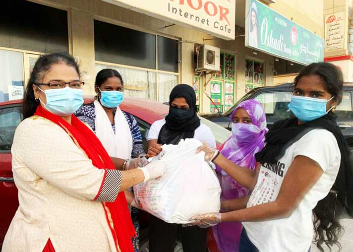 Indian Missions Giiving food in Dubai