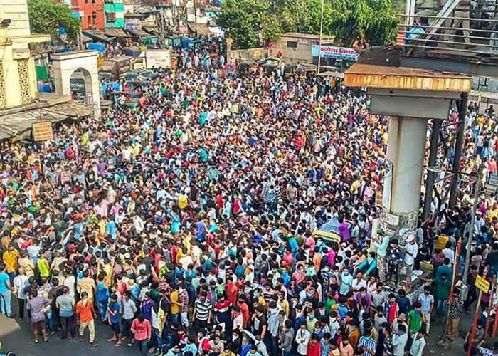 Mumbai Bandra Migrants on street