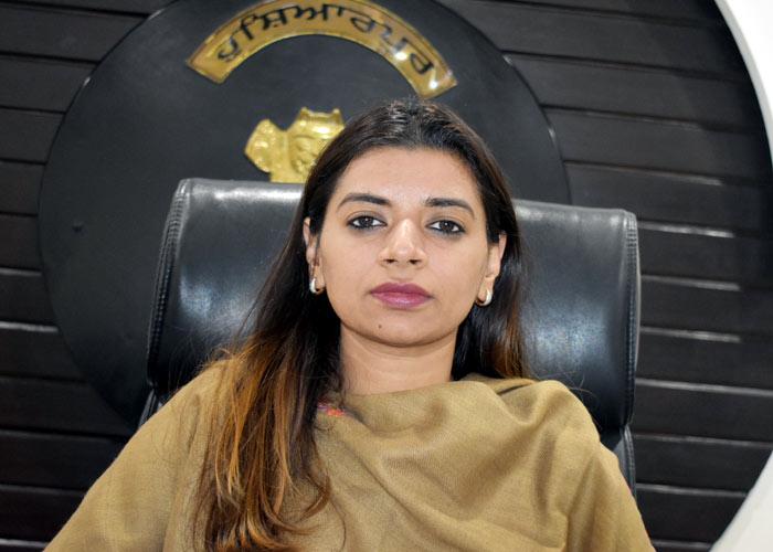 Apneet Riyait Hoshiarpur DC