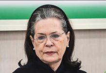 Sonia Gandhi paying