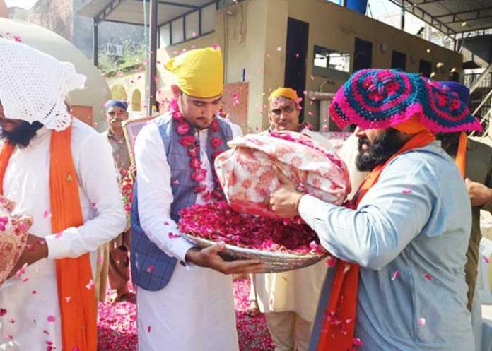 110 yr old Saroops of Guru Granth Sahib transfer to Gurdwara