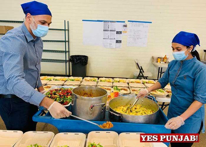 Arwinder Singh Chahal family feeding poor