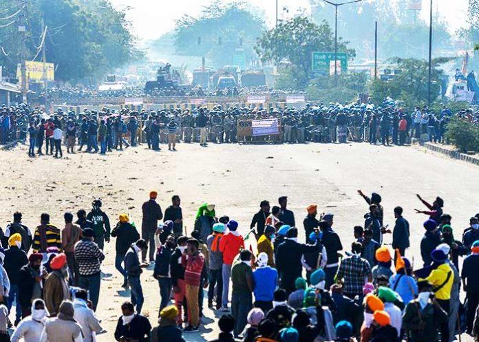 Farmers protest at Delhi Border